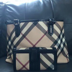 Burberry shoulder bag/wallet